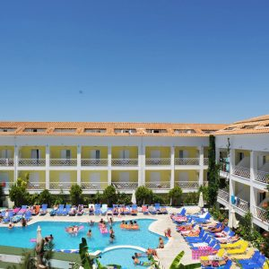 Mojo-Hotel-Poolbar-e1560247114898