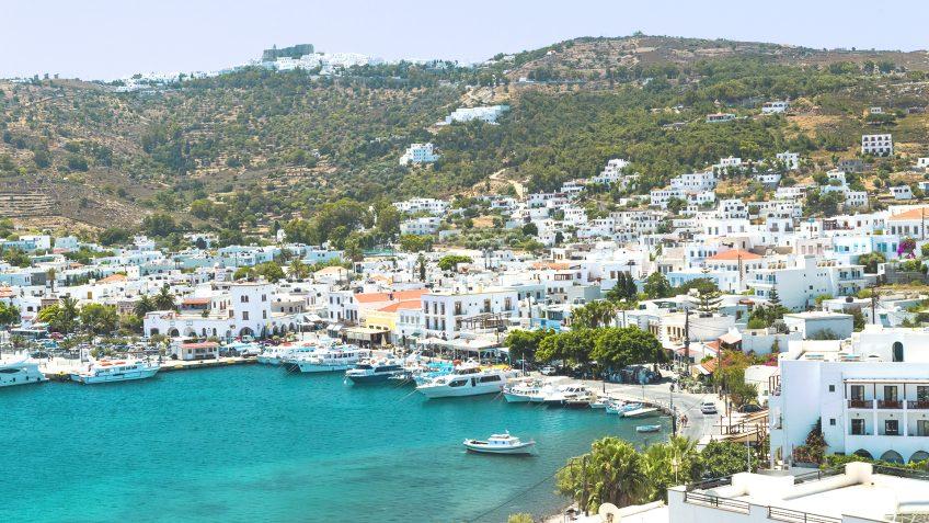 Ταξιδέψτε στην Πάτμο φέτος το Καλοκαίρι, αεροπορικώς | Εκδρομές στην Ελλάδα με το Prima Holidays
