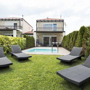 sunny-villas-garden